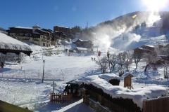 montchavin et ses canons à neige en hiver