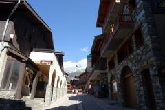 sherpa et magasin de souvenir dans la rue principale