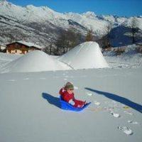 Faites de la luge face au mont Blanc